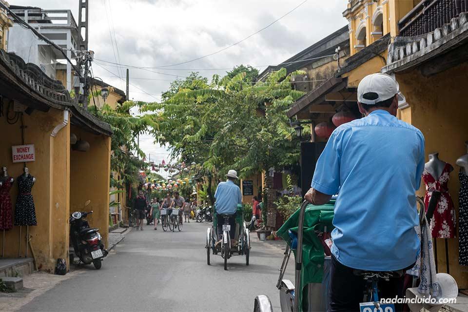 Paseando por Hoi An en Tuc Tuc (Vietnam)