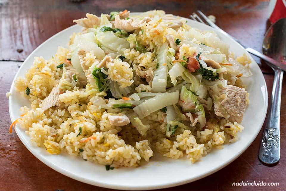 Comiendo arroz vietnamita en Lao Chai, una aldea en la región de Sapa (Vietnam)