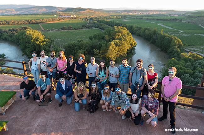 Blogueros preparados para el maridaje estelar de Bodegas Valdelana (Elciego, Rioja Alavesa)