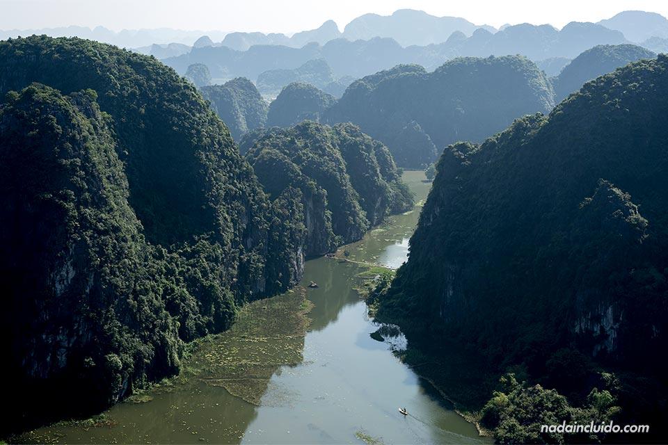 Vistas de Ninh Binh desde lo alto de Mua Caves, Vietnam