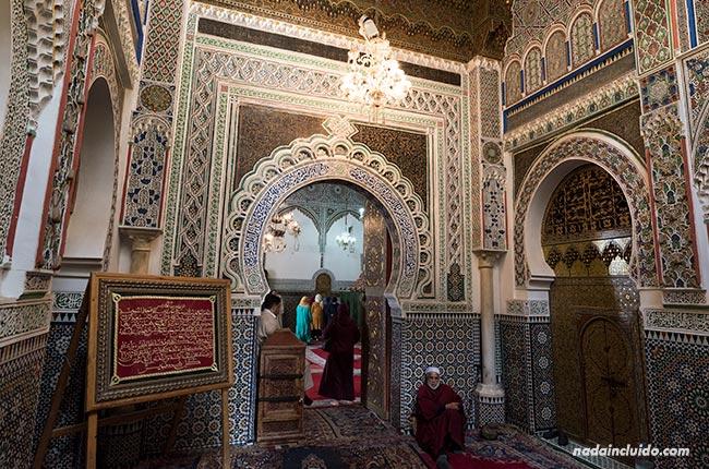 Mezquita en la medina de Fez (Marruecos)