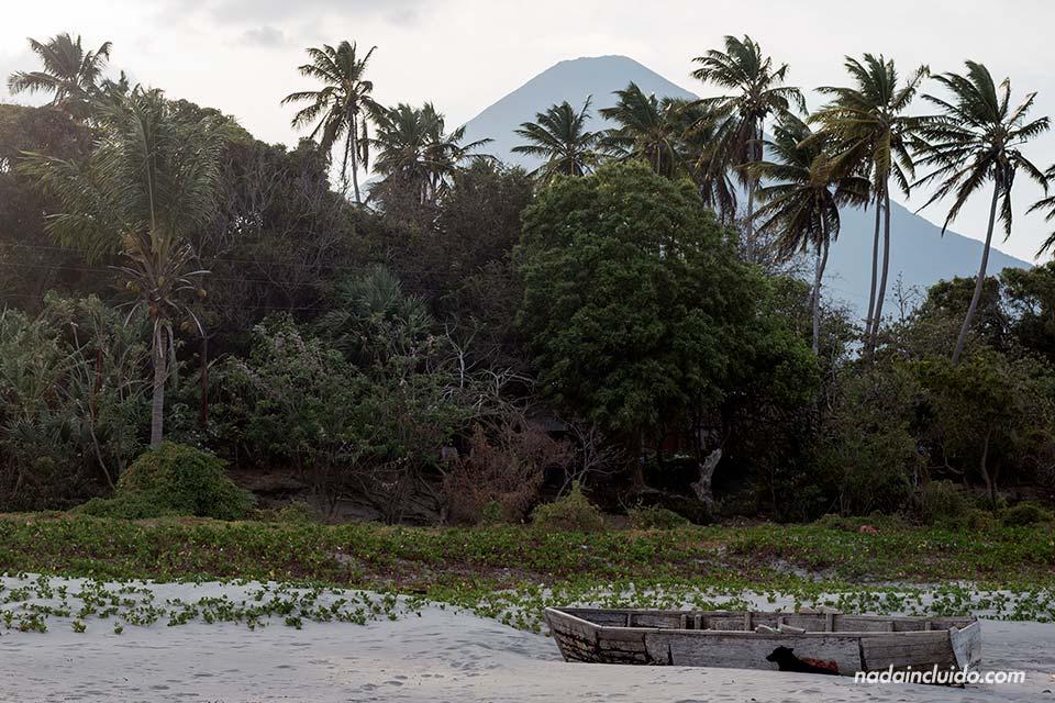 Playa de Santo Domingo en la Isla de Ometepe (Nicaragua)