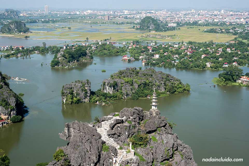 Vista aérea de Ninh Binh desde la cima de Mua Caves (Vietnam)