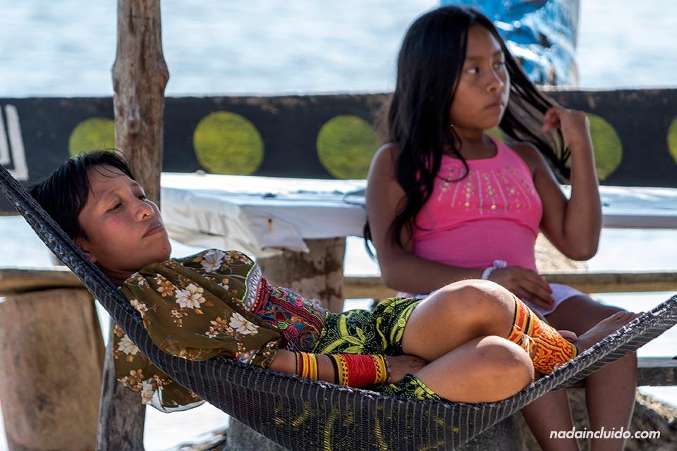 Mujeres Guna Yala en Isla Fragata, en el archipiélago de San Blas (Panamá)