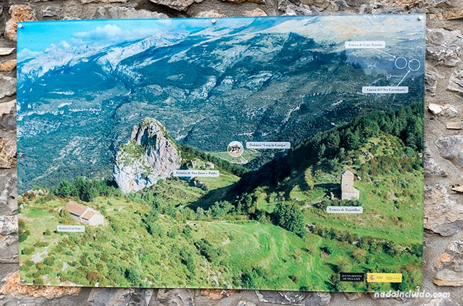 Cartel de la ruta de las ermitas de Tella (Sobrarbe, Aragón)