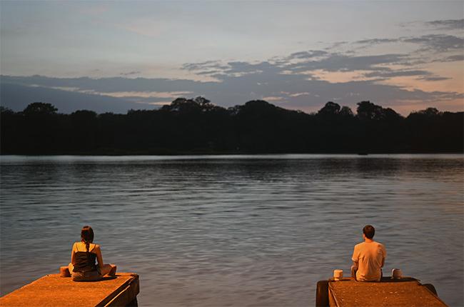 Viendo el anochecer en los canales de Tortuguero (Costa Rica)