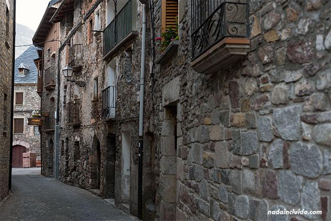 Calle de Plan, pueblo del Sobrarbe (Aragón)