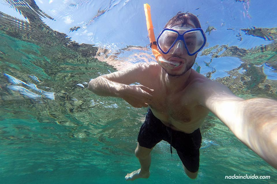 Haciendo snorkeling junto a Isla Perro Grande, en San Blas (Panamá)
