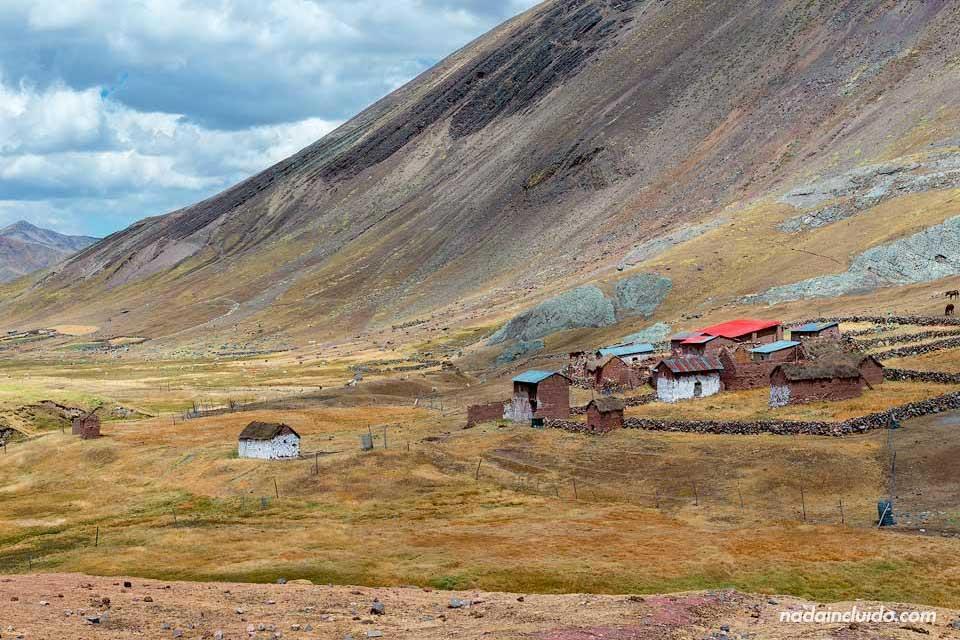 Poblado cerca de Vinicunca, la montaña de los 7 colores de Perú