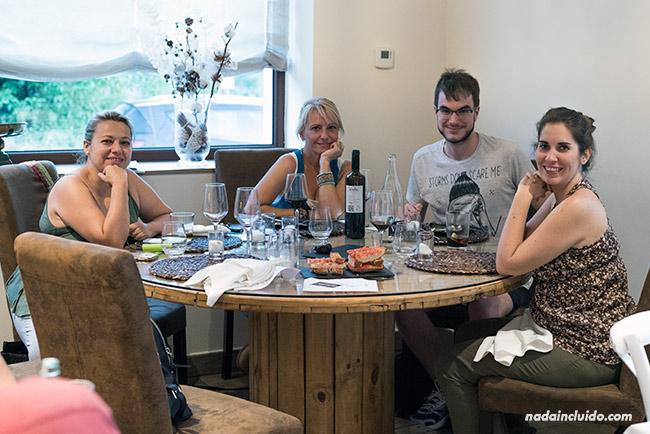 Blogueros de viaje comiendo en el Restaurante La Capilleta, en Plan (Sobrarbe, Aragón)