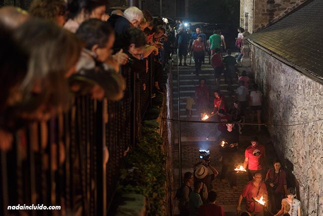 Llegada de los participantes de La Falleta en San Juan de Plan (Sobrarbe, Aragón)