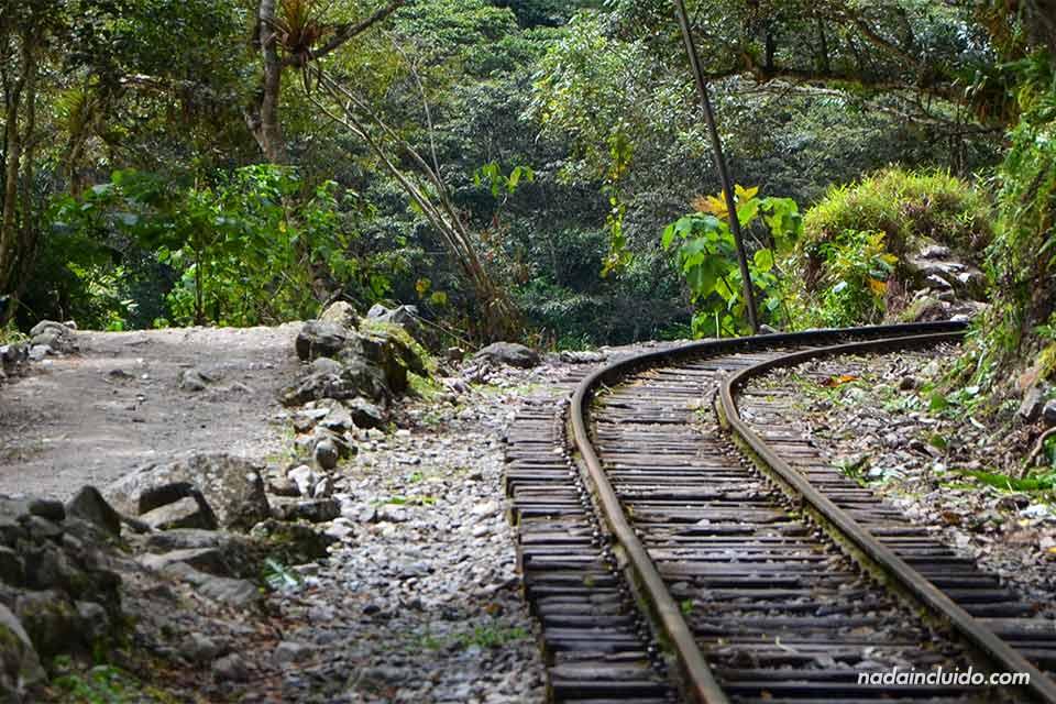 Hidroeléctrica-Aguas-calientes,vía de tren. Camino al Machu Picchu
