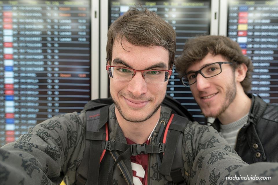 Con Diego en el aeropuerto de Adolfo Suarez Barajas (Madrid)