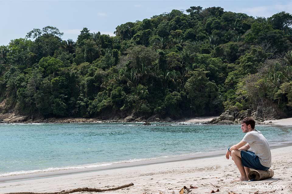 En la playa Manuel Antonio del parque nacional de Manuel Antonio (Costa Rica)