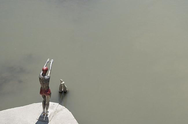 Estatua de bañistas en el Puente de piedra de Skopje (Macedonia)