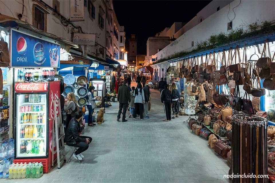 Zoco de la medina de Essaouira por la noche (Marruecos)