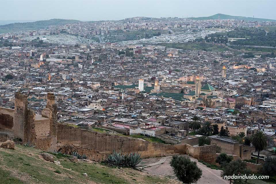 Vistas de Fez desde el mirador Les Merinides (Marruecos)