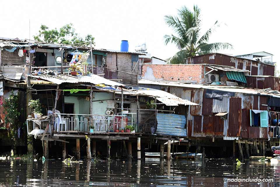 Chabola en el distrito 8 de Ho Chi Minh (Vietnam)