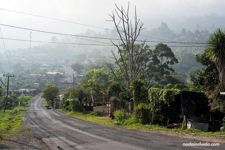 Carretera en el cantón de Turrialba (Costa Rica)