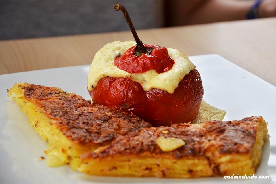 Comida peruana en un restaurante de Arequipa (Perú)