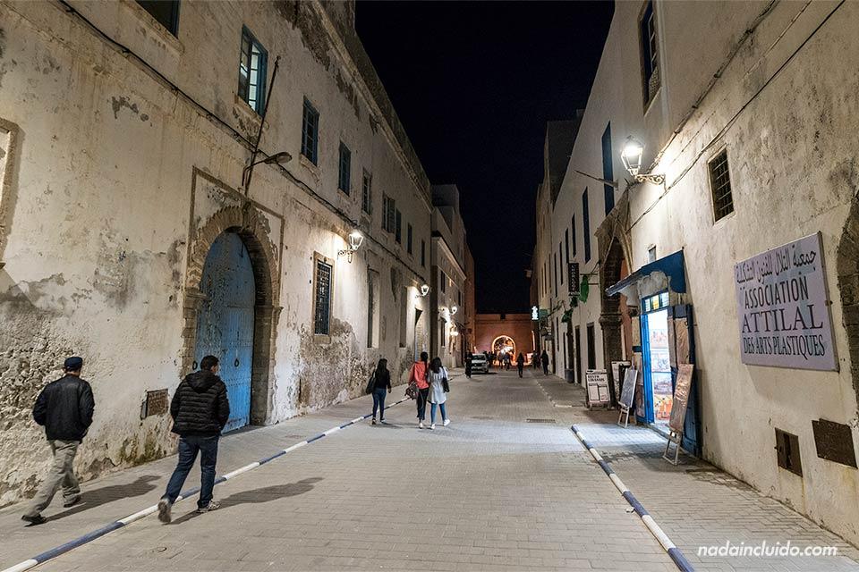Calle de Essaouira por la noche (Marruecos)