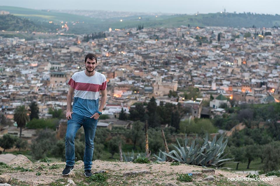 En el mirador Les Merinides de Fez (Marruecos)