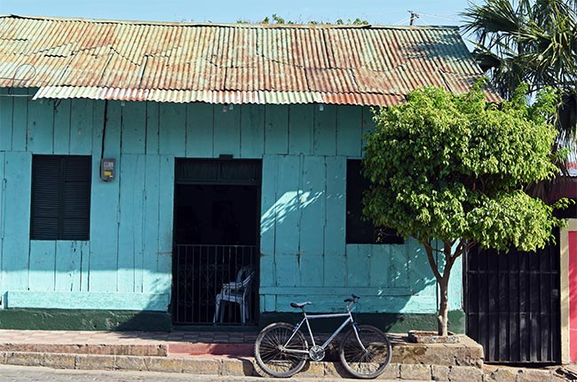 Bicicleta aparcada frente a una casa de Diria (Nicaragua)