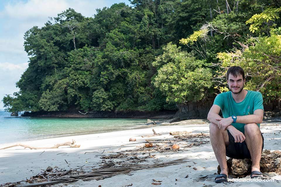 En la playa de isla Gámez, en el parque nacional marino golfo de Chiriquí (Panamá)