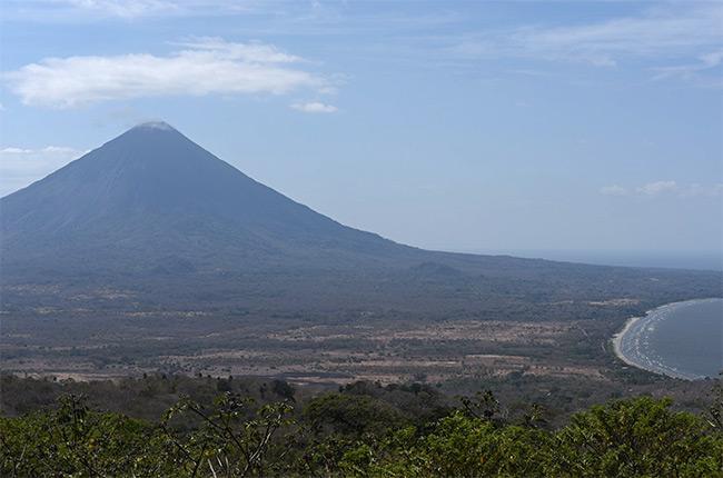 Vistas del Volcán Concepción desde el mirador del Volcán Maderas, Isla de Ometepe (Nicaragua)