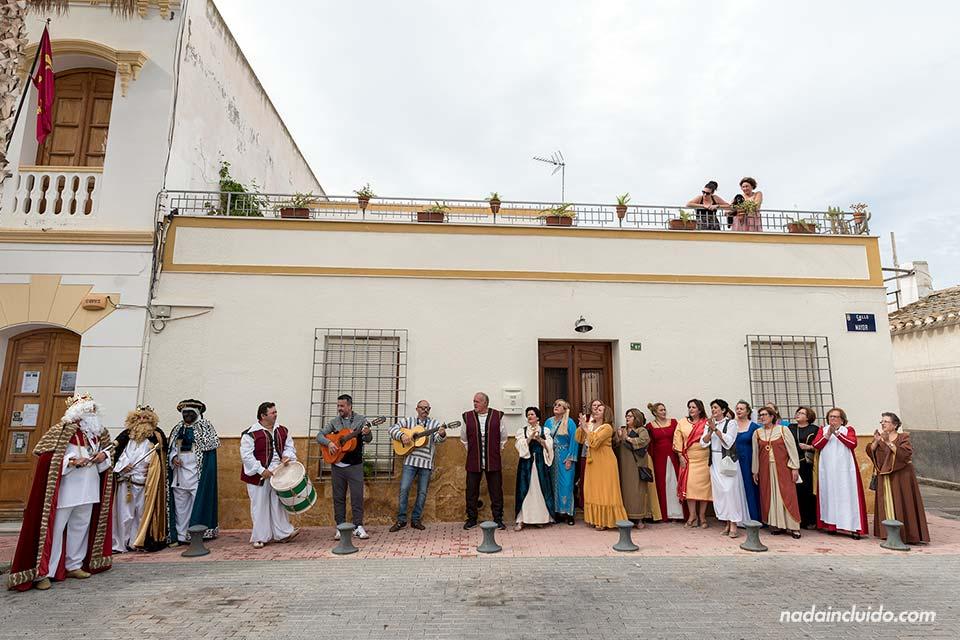 Coro en las calles de Los Gallardos (Almería)