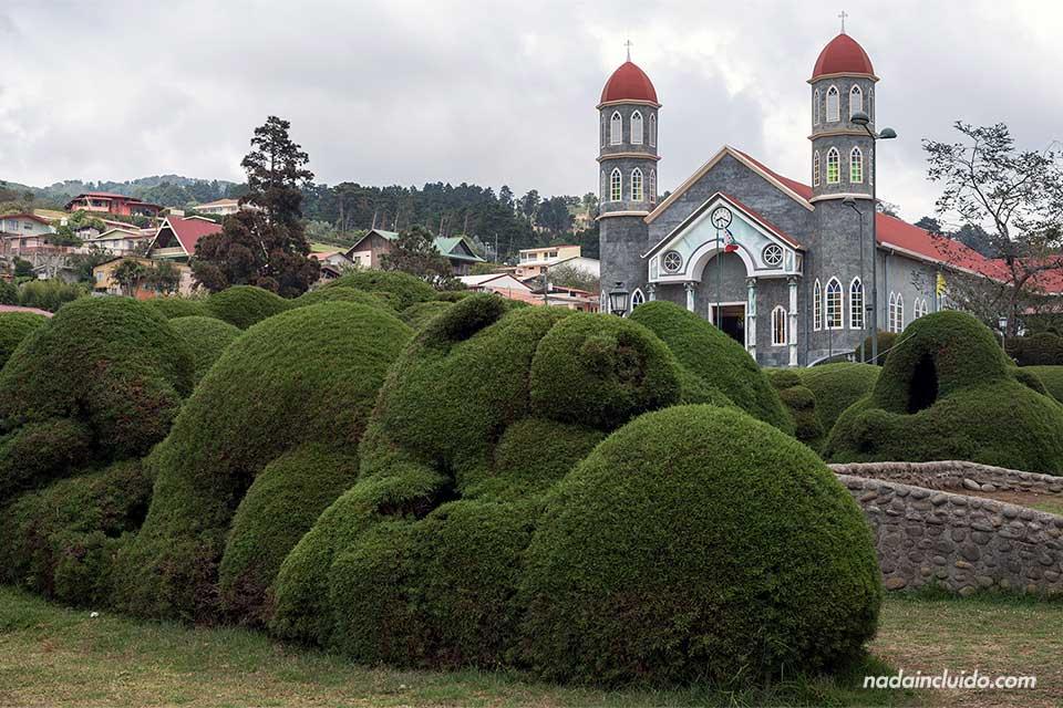 Iglesia de San Rafael y los jardines, Zarcero (Costa Rica)