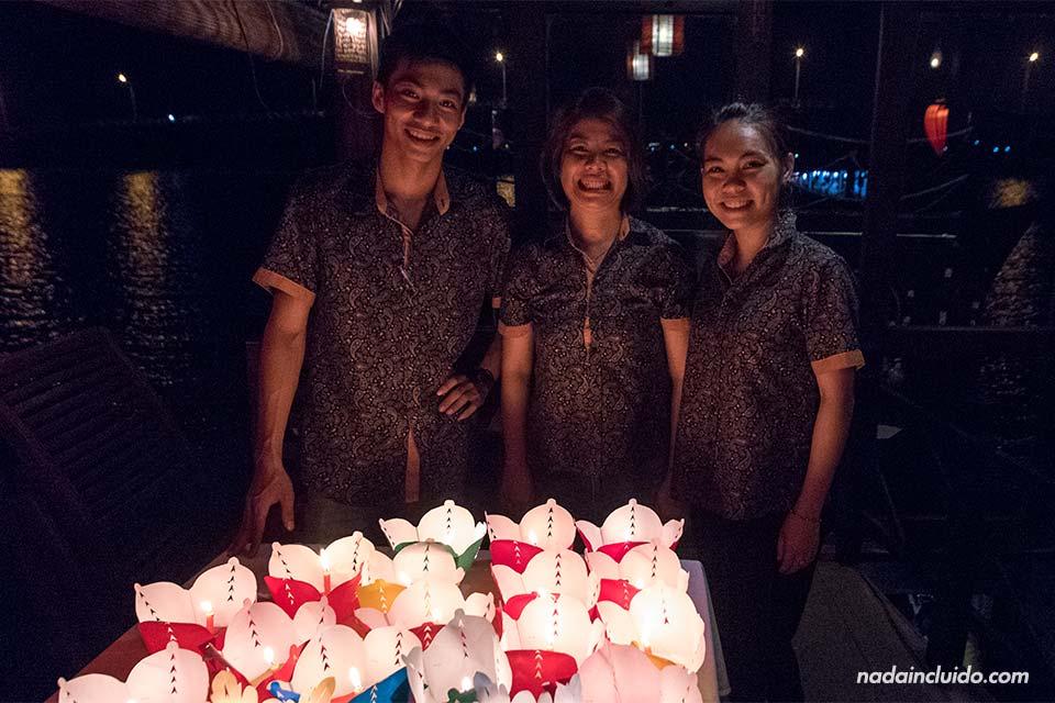 Familia vietnamita gestiona el Cinnamon Cruise (Hoi An, Vietnam)