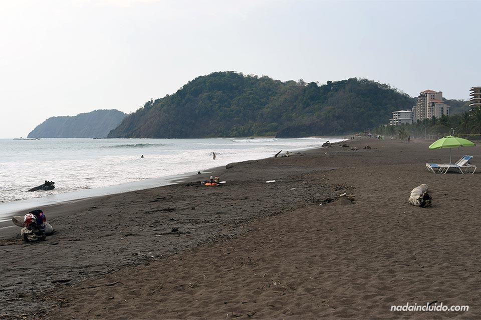 Playa de Jacó en el Pacífico Central de Costa Rica