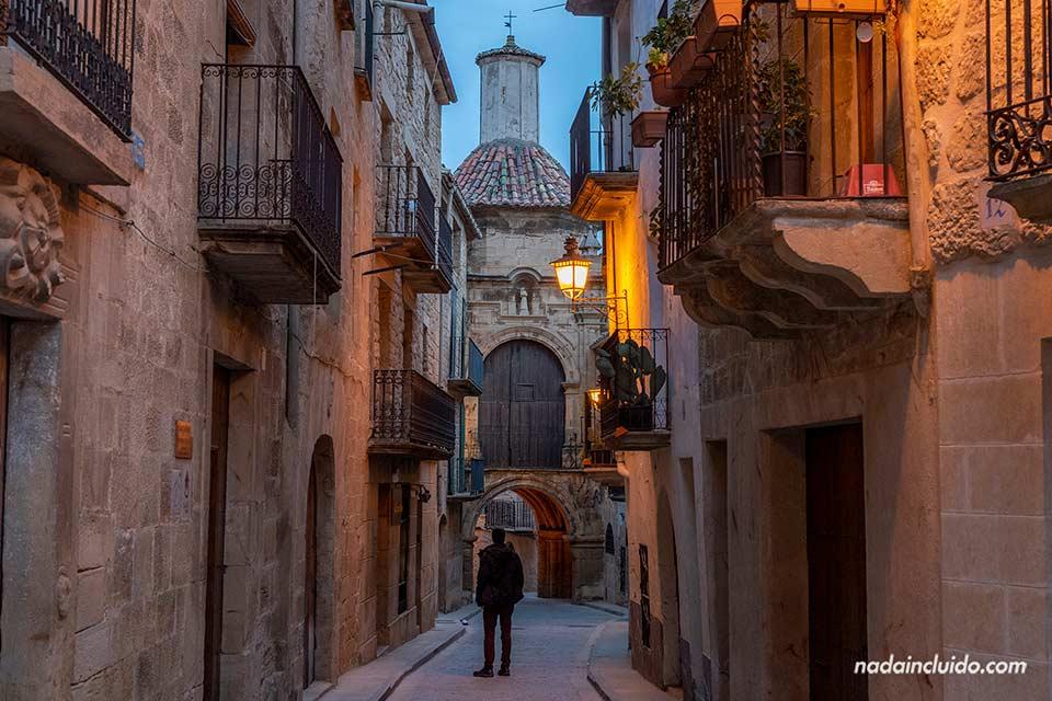 Calle San Antonio en Calaceite, uno de los pueblos que ver en el Matarraña (Aragón)