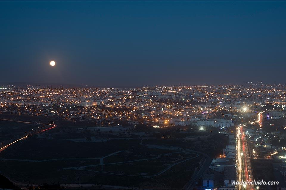 Noche de Agadir vista desde la Antigua Kasbah (Marruecos)