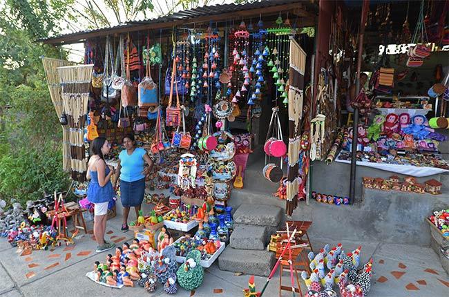 Puestos de venta de artesanía en Catarina (Nicaragua)