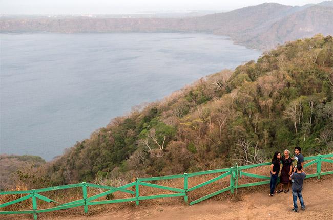 Vista de la Laguna de Apoyo desde el Mirador de Catarina (Nicaragua)