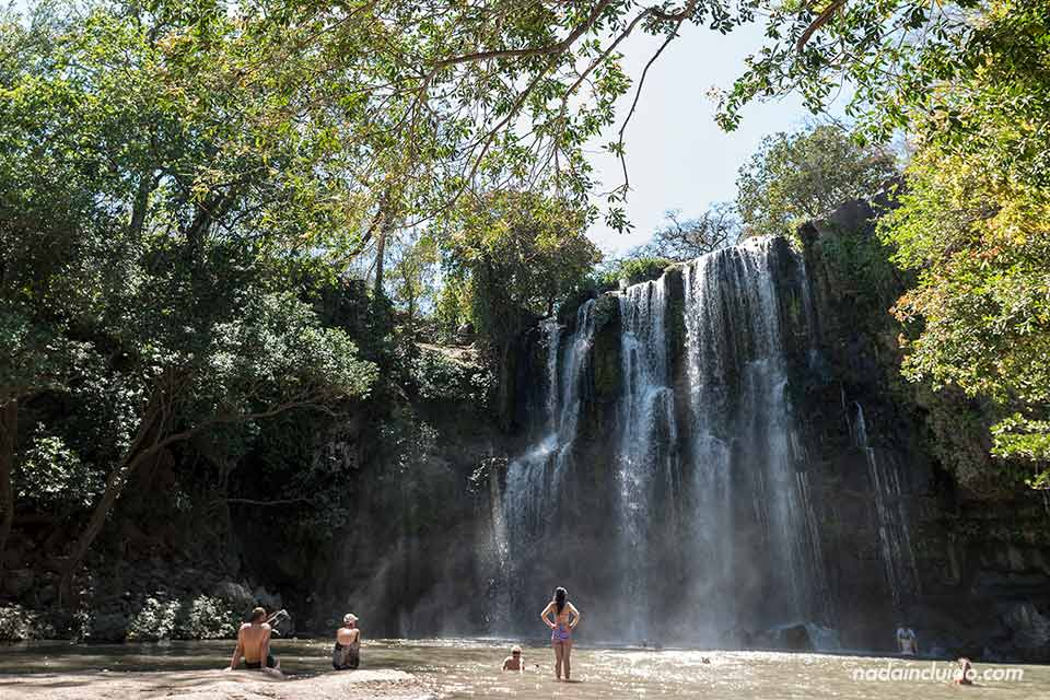 La catarata Llanos de Cortés en Guanacaste (Costa Rica)