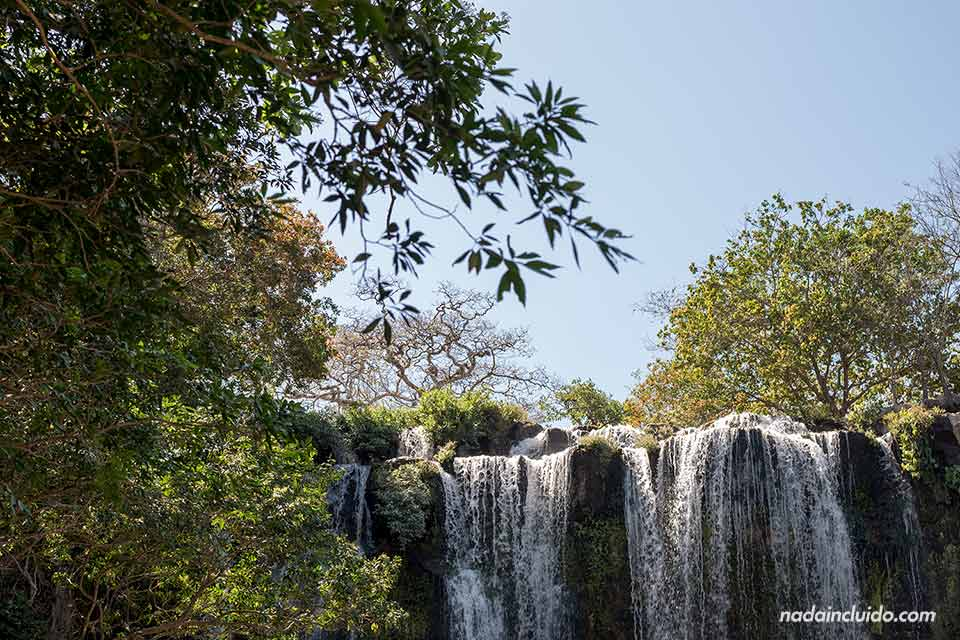 Parte alta de las cataratas de Llanos de Cortés en Guanacaste (Costa Rica)