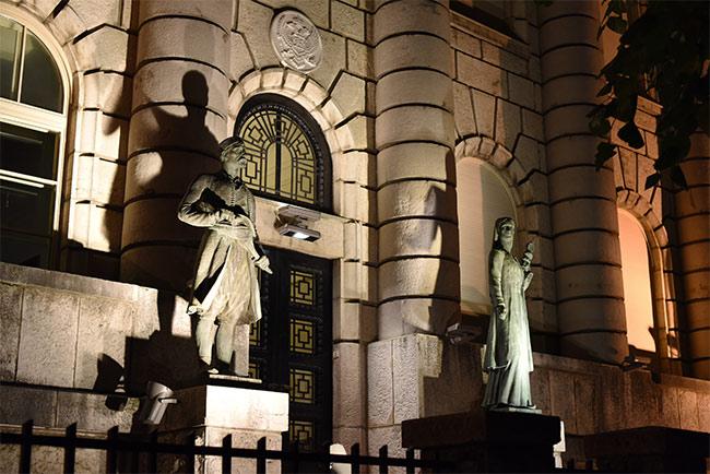 Ministerio de Cultura por la noche en Cetinje (Montenegro)