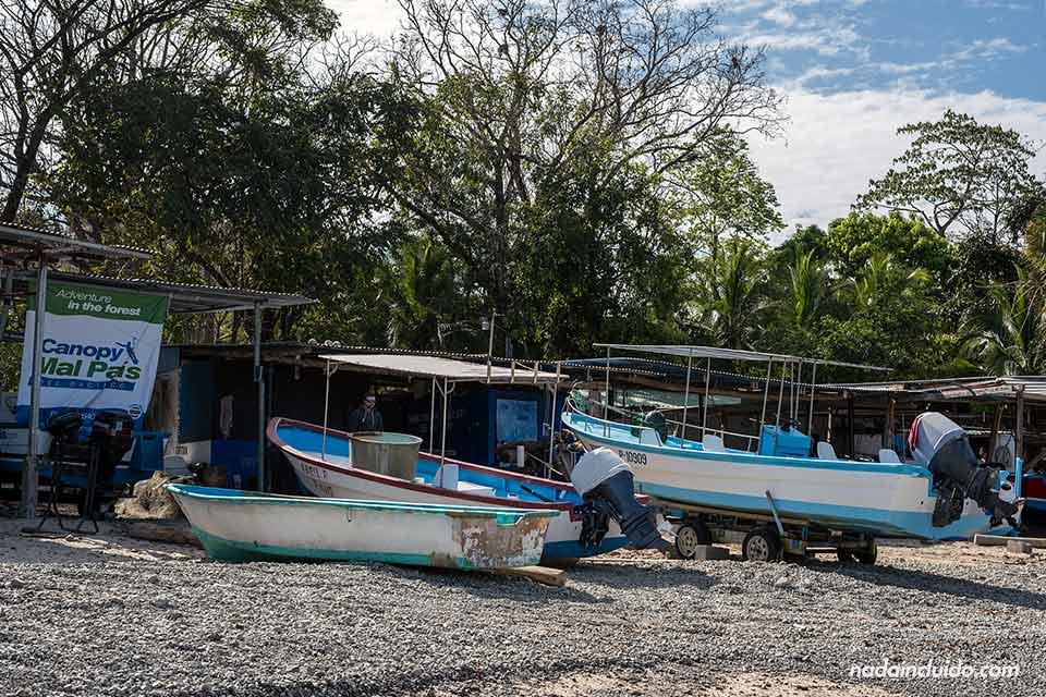 Pueblo de pescadores junto a la playa de Mal País (Costa Rica)