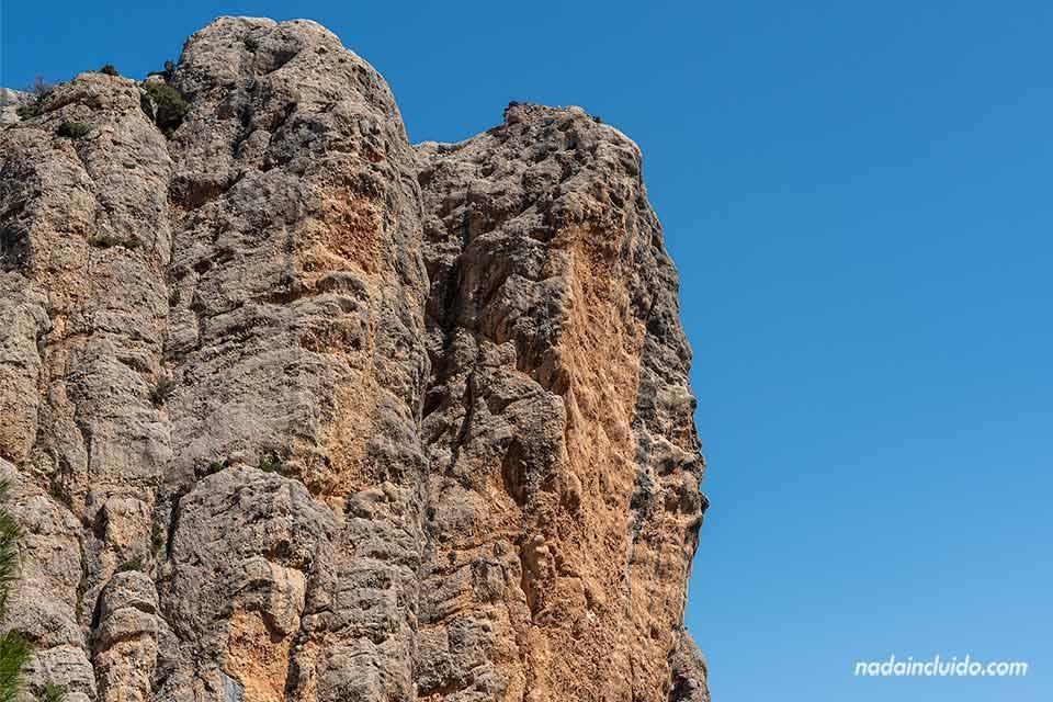 Peñas de Masmut de cerca, uno de los lugares que hay que ver en el Matarraña (Aragón)