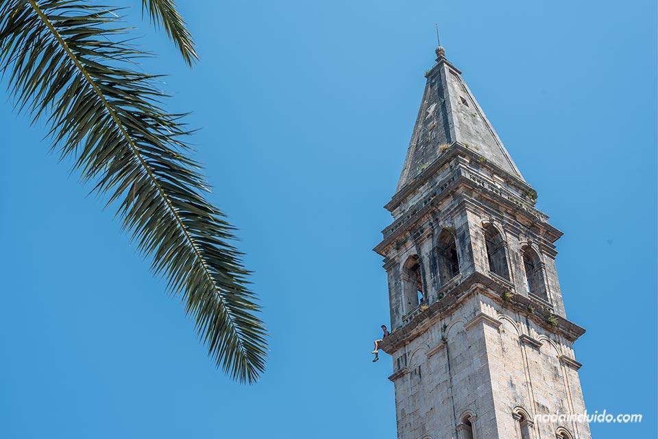 Torre de la iglesia de Sant Nikolas en Perast (Montenegro)