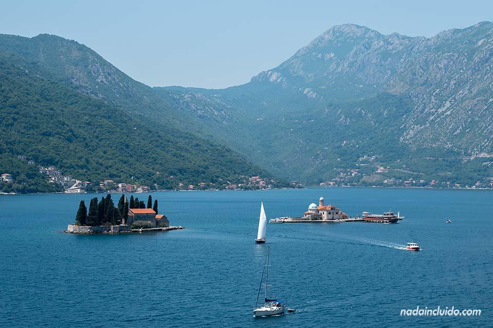 Gospa od Skrpjela en la Bahía de Kotor (Montenegro)