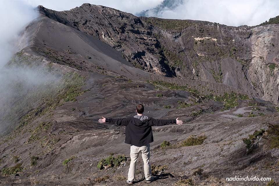 Vistas del Volcán Irazú desde lo alto de la torre (Costa Rica)