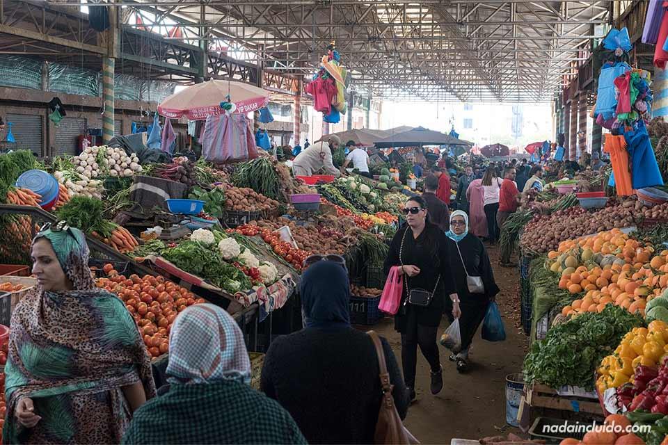 Puestos de frutas en el Zoco El Had de Agadir (Marruecos)