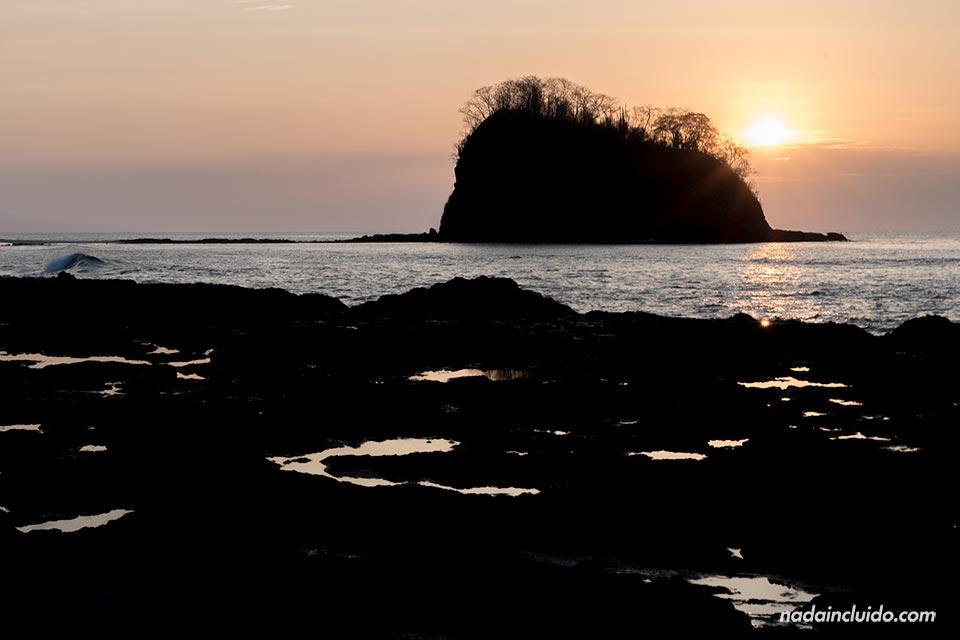 Atardecer en Bahía de los Piratas (Costa Rica)
