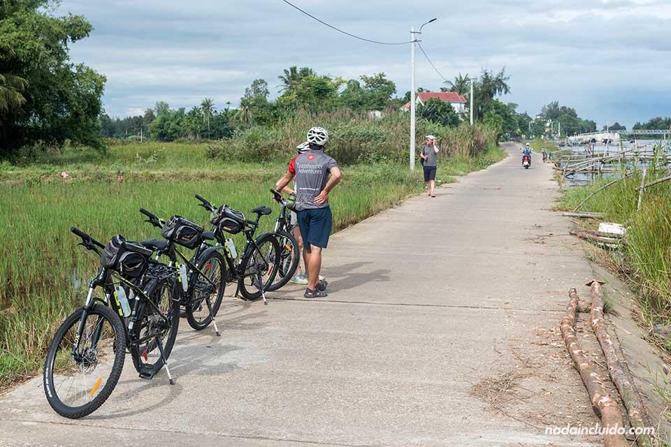 Paseando en bicicleta por los alrededores de Hoi An con Grasshopper Adventure (Vietnam)