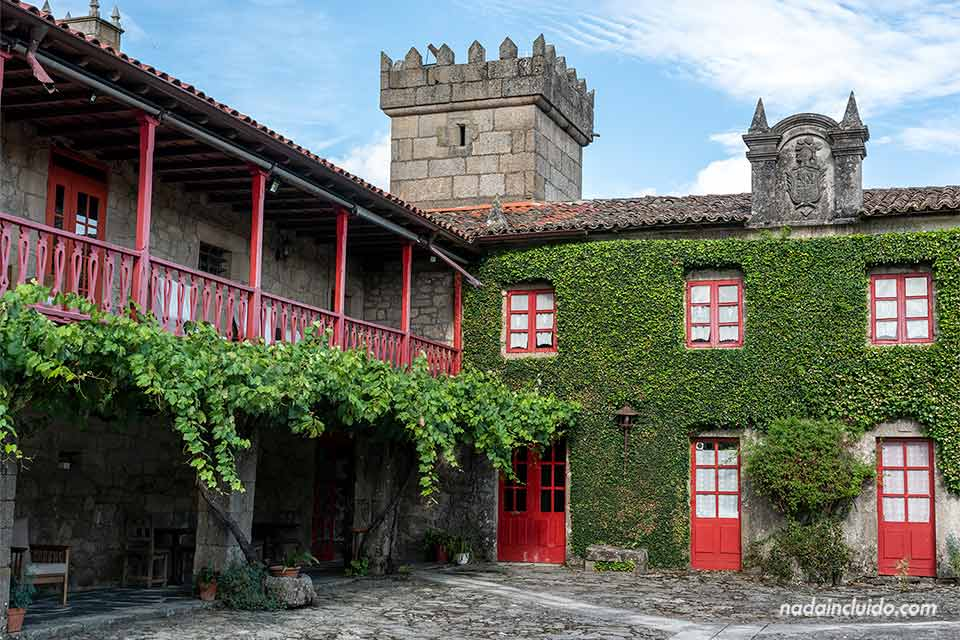 Patio de Casa Grande de Rosende en Sober, Ribeira Sacra (Galicia)