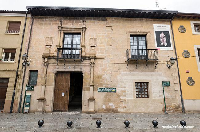 Fachada de la cofradía de Santo Domingo de la Calzada (Rioja, España)